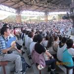 "Spectators waching the ""WaterWorld"" show"